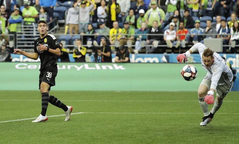 Soccer Dortmund Reyna