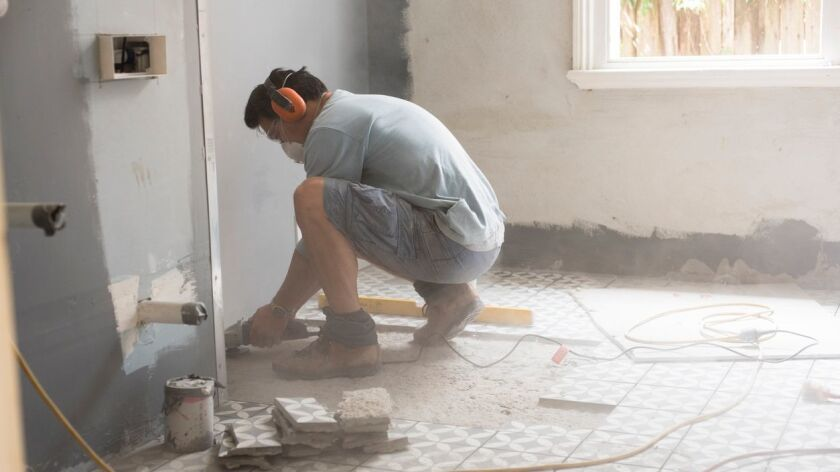 Preparing the bathroom floor for tiling