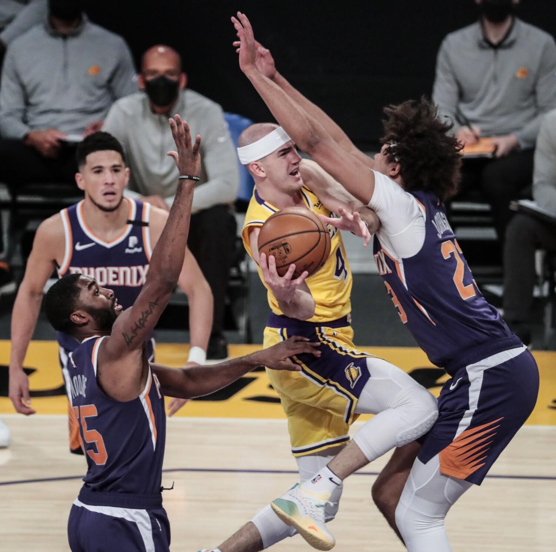 Lakers cortos se quedan cortos ante los Suns en un juego luchador