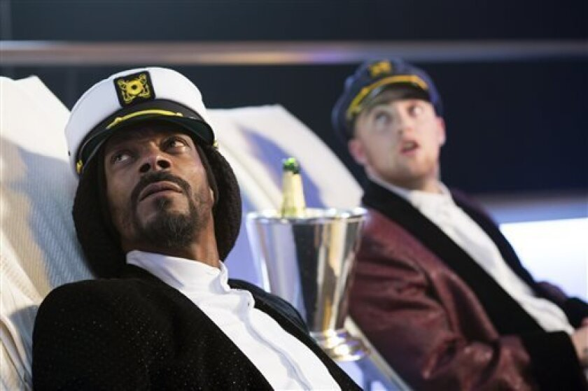 """This film publicity image released by Dimension Films/The Weinstein Co. shows Snoop Dogg, left, and Mac Miller in a scene from """"Scary Movie 5."""" (AP Photo/Dimension Films/The Weinstein Co., Peter Iovino)"""