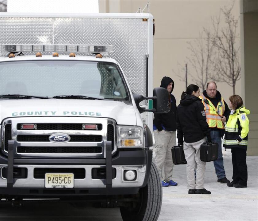 Un adolescente de 16 años asesinó en la última medianoche con un fusil semiautomático a sus padres, su hermana y una amiga de la familia en el estado de Nueva Jersey y fue detenido por las autoridades.