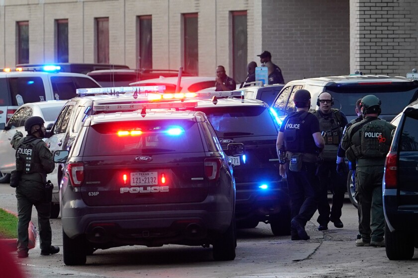 Police officers respond to a shooting at Bellaire High School, Tuesday, Jan. 14, 2020, in Bellaire, Texas. (Melissa Phillip/Houston Chronicle via AP)