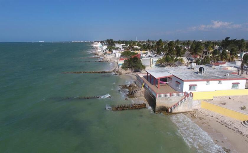 Fotografía del 2 de abril de 2018, de una playa erosionada en el estado de Yucatán (México). EFE
