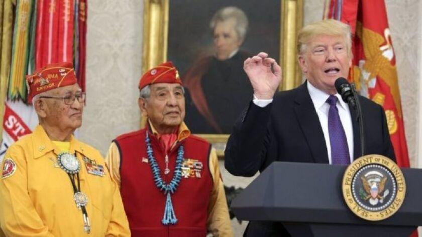 En un discurso de bienvenida a la Casa Blanca a un grupo de nativos americanos que participaron en la Segunda Guerra Mundial, el presidente Donald Trump mencionó a Pocahontas.