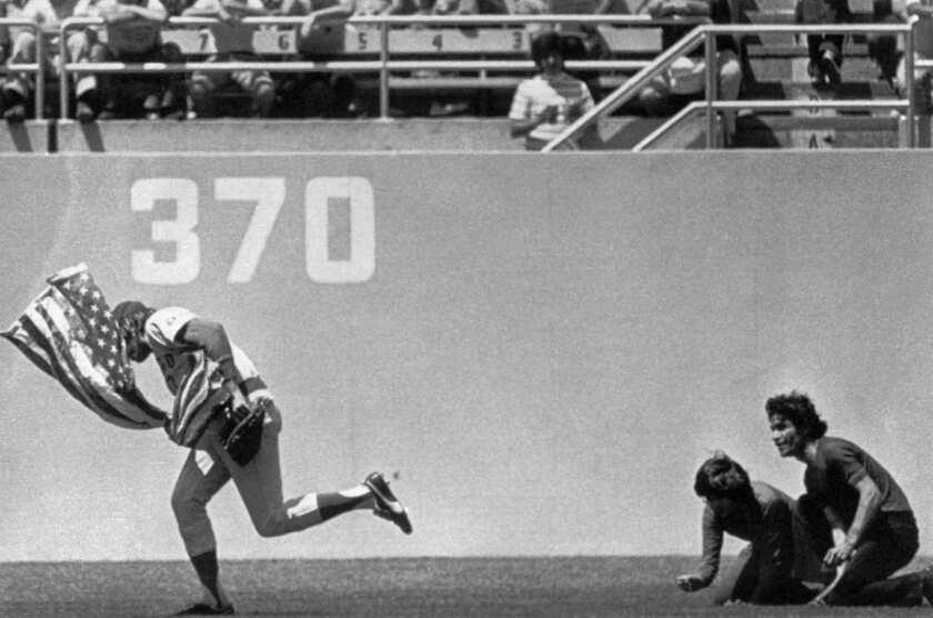 Rick Monday celebrates flag-saving moment 40 years ago in Dodger Stadium outfield