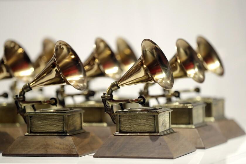 En esta fotografía de archivo del 10 de octubre de 2017 varios premios Grammy