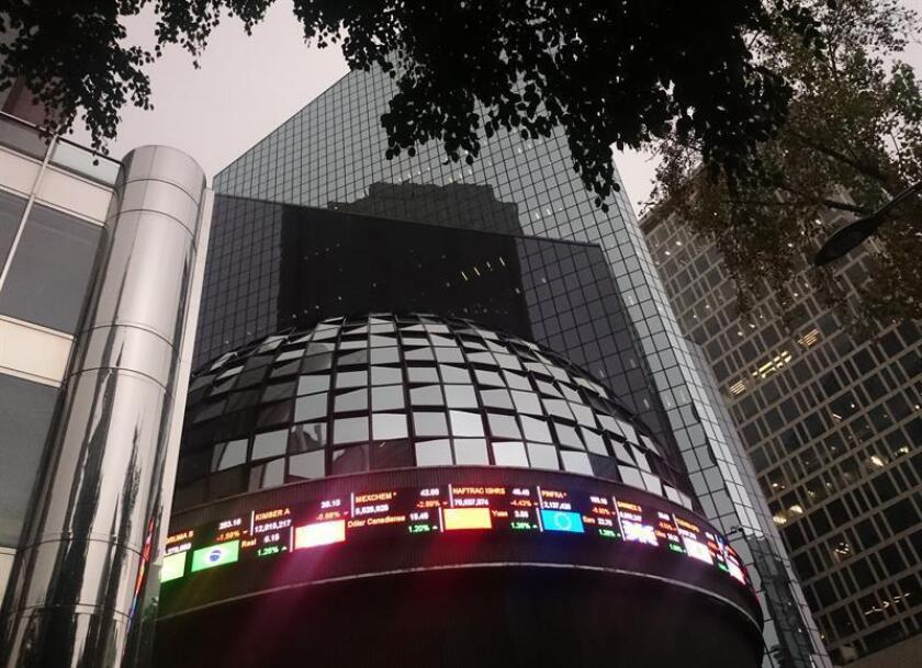 Fotografía que muestra una vista general de la casa de la Bolsa de Valores de México. EFE