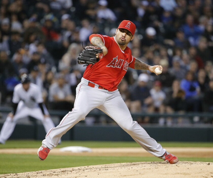 Hector Santiago strikes out 10 in Angels' 7-0 win over White Sox