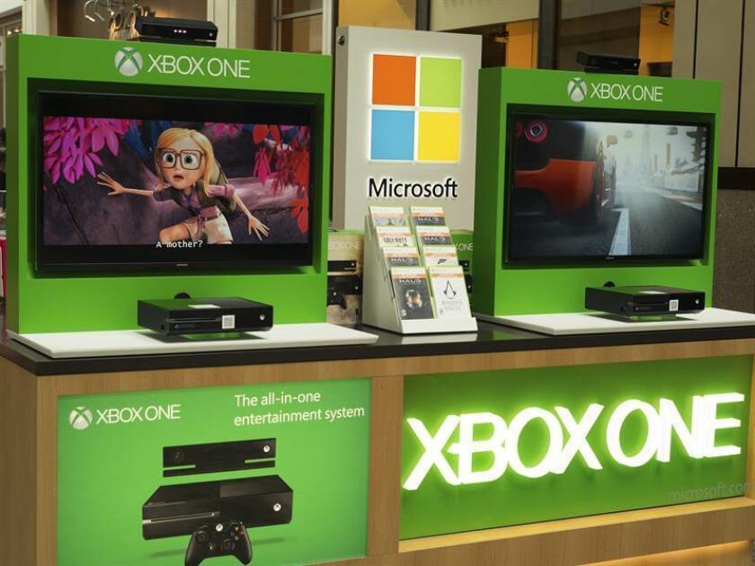 La consola de juegos Microsfot, Xbox One, en un Microsoft Kiosko en el Providence Place Mall en Providence, Rhode Island, EE. UU., El 17 de julio de 2014. EFE/Archivo