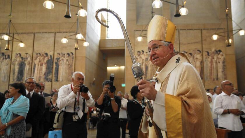 """Foto de archivo. """"La Iglesia católica en EE.UU. siempre ha ayudado a inmigrantes sin documentos y sabemos que millones de latinos ya pueden hacerse ciudadanos"""", dijo el arzobispo de la arquidiócesis de Los Ángeles, José Gómez."""