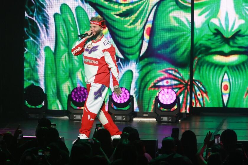 Farruko se presenta en el escenario del Microsoft Theater de LA Live el 30 de junio del 2018.