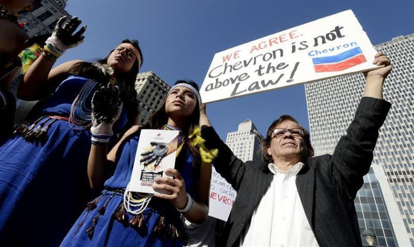 """La petrolera Chevron afirmó hoy que """"continúa desmoronándose"""" el esquema legal para intentar llevar a distintos países un caso planteado inicialmente en Ecuador por daños medioambientales en la Amazonía. EFE/ARCHIVO"""
