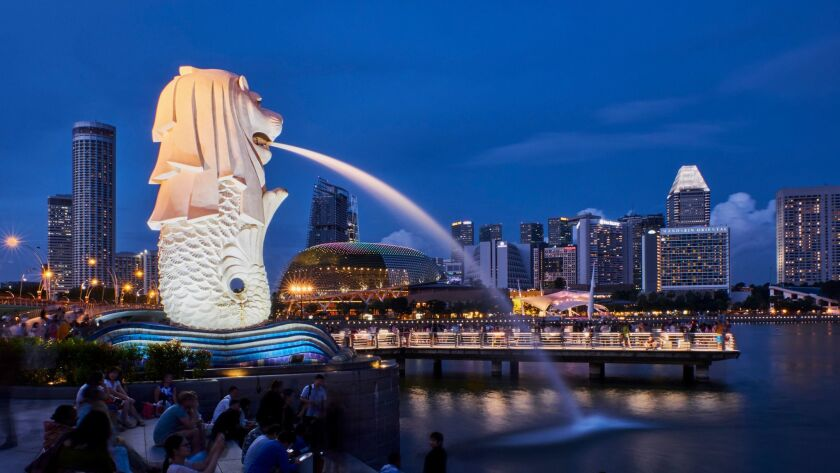 Singapore, Marina Bay, city center, financial district with its skylines, Merlion parc, emblem of th