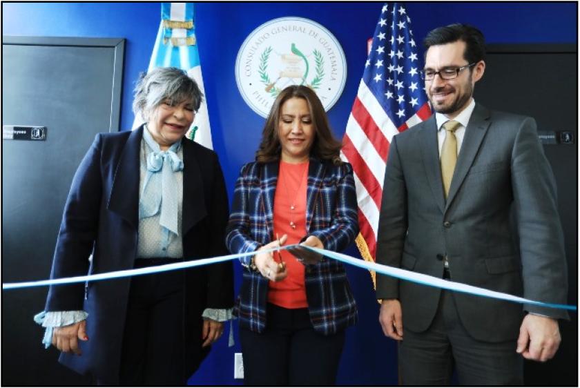 Patricia de Morales, ex Primera Dama de Guatemala, fue la encargada del corte de cinta para declarar inaugurado el consulado de Guatemala en Philadelphia el pasado 6 de diciembre.