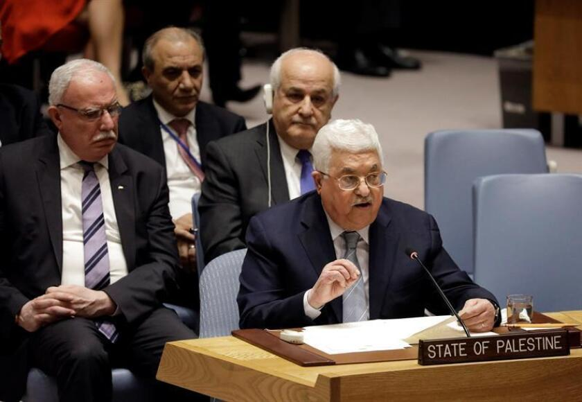 El presidente de la Autoridad Nacional Palestina, Mahmud Abás (d), comparece en la reunión del Consejo de Seguridad sobre la situación de Oriente Medio y Palestina, en la sede de Naciones Unidas en Nueva York (Estados Unidos) hoy, 20 de febrero de 2018. EFE