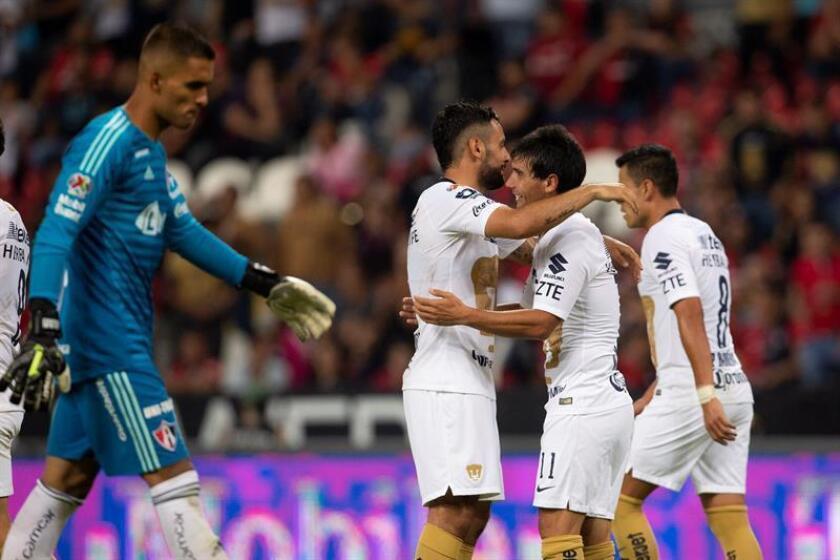 Los líderes Pumas UNAM recibirán al Pachuca y el Cruz Azul, segundo clasificado, visitará al Tijuana, ambos en busca de mantener mañana la perfección en el Apertura del fútbol mexicano, en el que suman tres victorias en tres apariciones. EFE/Archivo