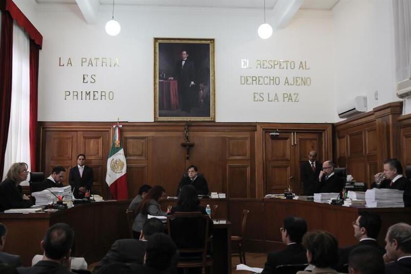 La Suprema Corte de Justicia de la Nación (SCJN) de México reconoció hoy el derecho de un matrimonio homosexual para inscribir a su hijo, nacido gracias a un procedimiento de maternidad subrogada, en el Registro Civil de Yucatán, que le había denegado este trámite. EFE/ARCHIVO