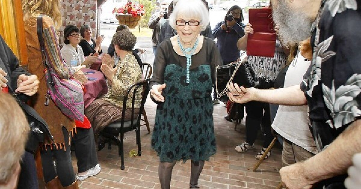 Viola Smith, Costa Mesa resident and pioneering musician of the swing era, dies at 107