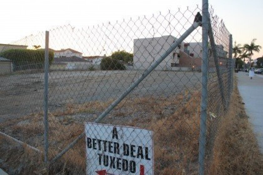 Bird Rock Community Council President Joe Parker said the community is reacting positively to a two-story, mixed-use development planned for this long-vacant lot, at the corner of La Jolla Boulevard and Bird Rock Avenue.