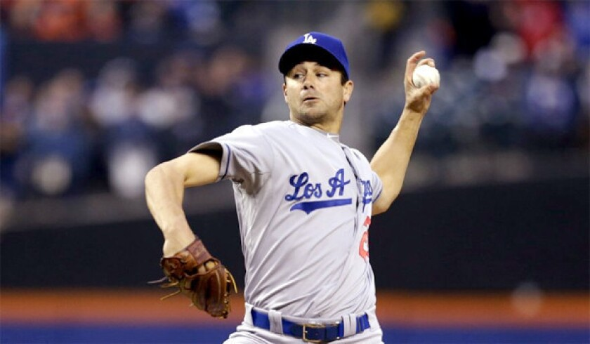 After long absence, Dodgers' Ted Lilly holds his own against Mets