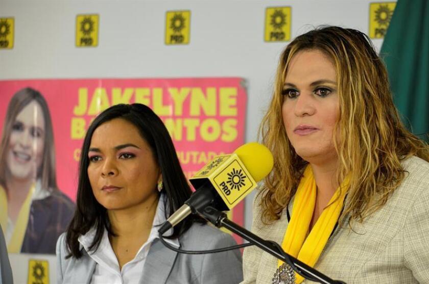 El izquierdista Partido de la Revolución Democrática (PRD) interpuso hoy una denuncia contra el Instituto Estatal Electoral de Chihuahua por considerar que violentó los derechos político-electorales de Jakelyne Barrientos, candidata transgénero, al usar su nombre masculino en la boleta electoral.