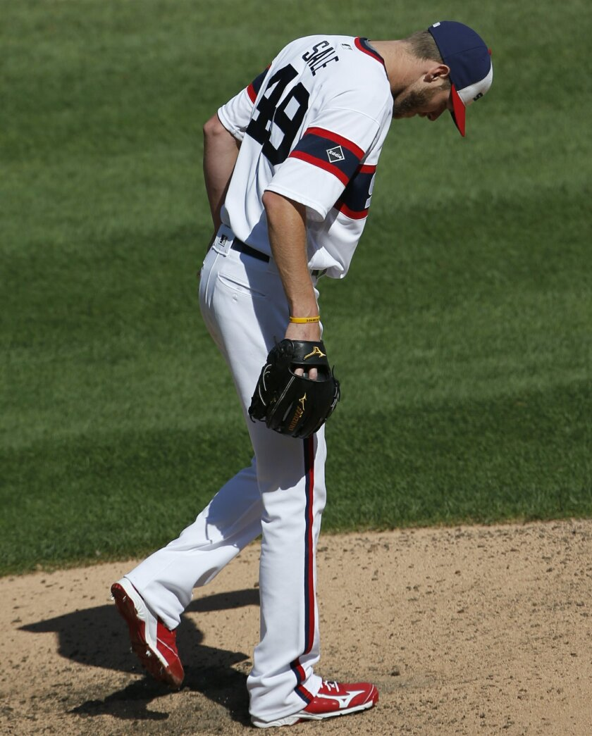 Chicago White Sox starter Chris Sale kicks the mound during the sixth inning of a baseball game against the Kansas City Royals, Sunday, Sept. 11, 2016, in Chicago. (AP Photo/Nam Y. Huh)