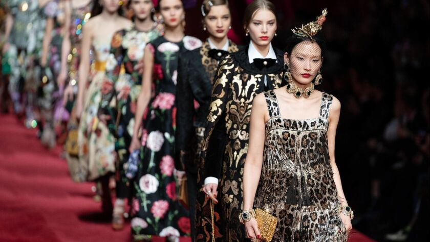 Review Dolce Gabbana S Eleganza Extravaganza Ends The Week On A High Note Los Angeles Times