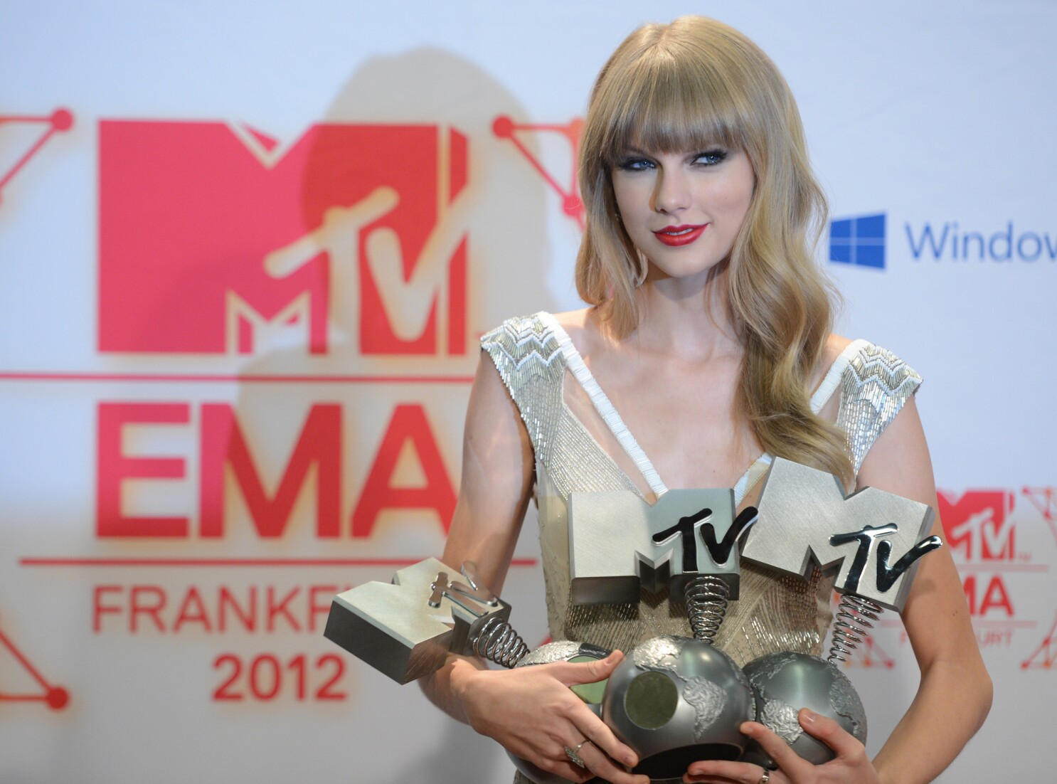 Taylor Swift S Red Posts Third Week At No 1 Los Angeles Times