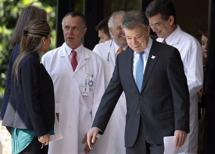 El presidente de Colombia, Juan Manuel Santos, aseguró hoy que es hora de que todos los colombianos ayuden para que el nuevo acuerdo de paz firmado entre el Gobierno nacional y las FARC se implemente.