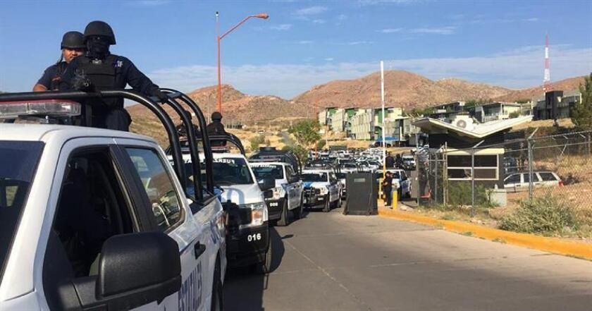 Cientos de policías estatales llegan a la ciudad fronteriza de Juárez (México) donde este viernes fueron asesinadas 11 personas. EFE/PGJE/SOLO USO EDITORIAL