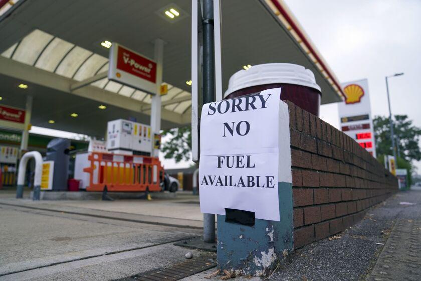 Un letrero que anuncia que no hay gasolina,