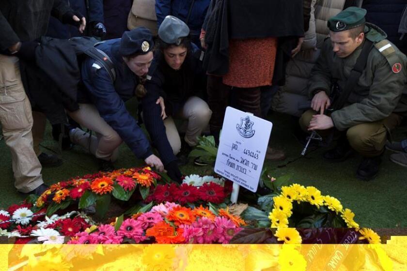 El secretario general de la ONU, Antonio Guterres, condenó hoy el ataque perpetrado este domingo en Jerusalén por un ciudadano palestino que dejó 4 soldados muertos y 15 heridos, y subrayó que este tipo de actos no resolverán el conflicto entre Israel y Palestina. EFE