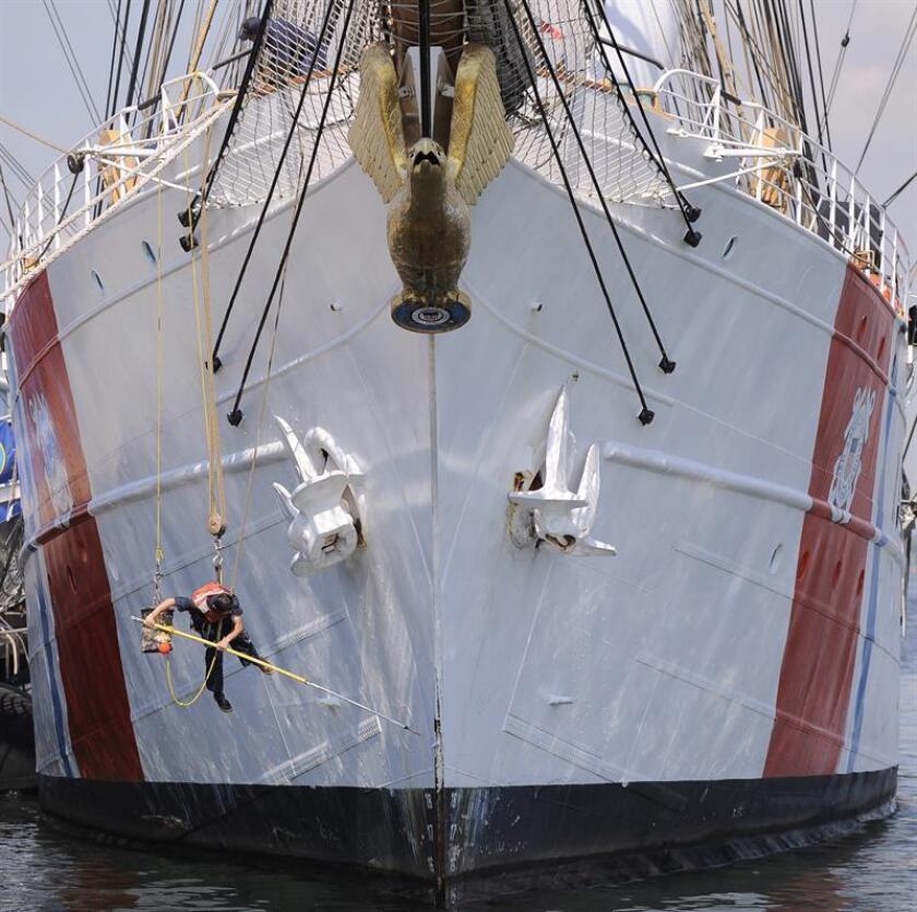 """El Barco Eagle, el buque escuela de la Academia de la Guardia Costera los Estados Unidos y conocido como """"America's Tall Ship"""", visitará a San Juan del 15 al 20 de junio próximos, y en cuyas fechas, la tripulación ofrecerá giras gratuitas al público, informó hoy la agencia federal. EFE/Archivo"""
