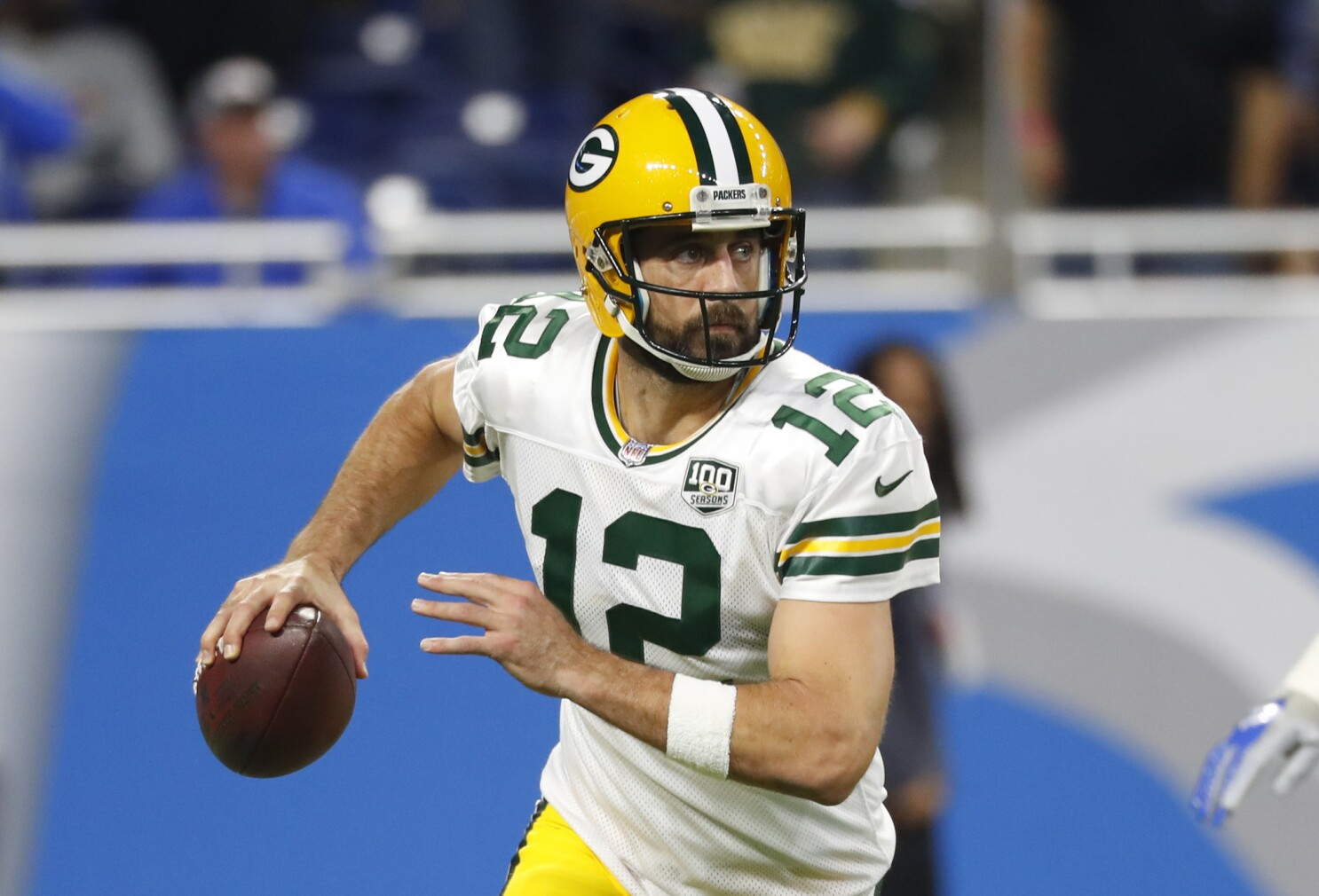 """Column: Packers' Aaron Rodgers is the last """"old"""" QB standing — for now"""