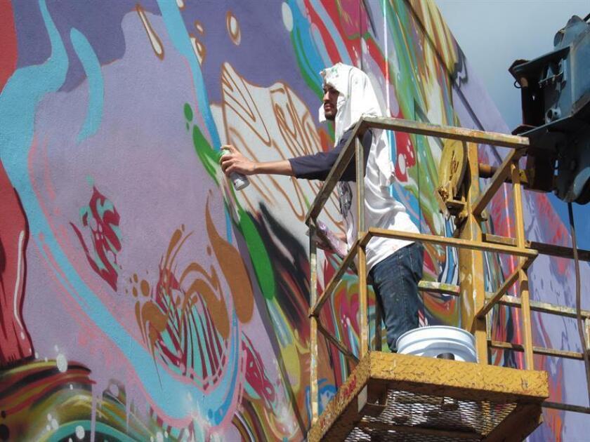 """Pintorescos murales creados por una veintena de artistas puertorriqueños e internacionales participan en """"Ponce es Ley"""", festival urbano que propone embellecer edificios abandonados y en desuso en las históricas calles del municipio sureño de la isla. EFE/Archivo"""
