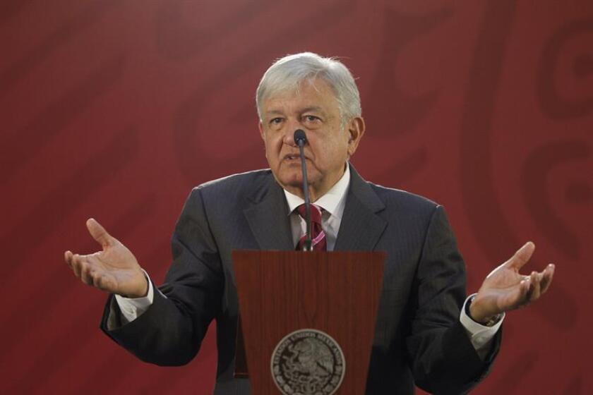 Presidente de México critica a Corte por suspender ley que reduce salarios