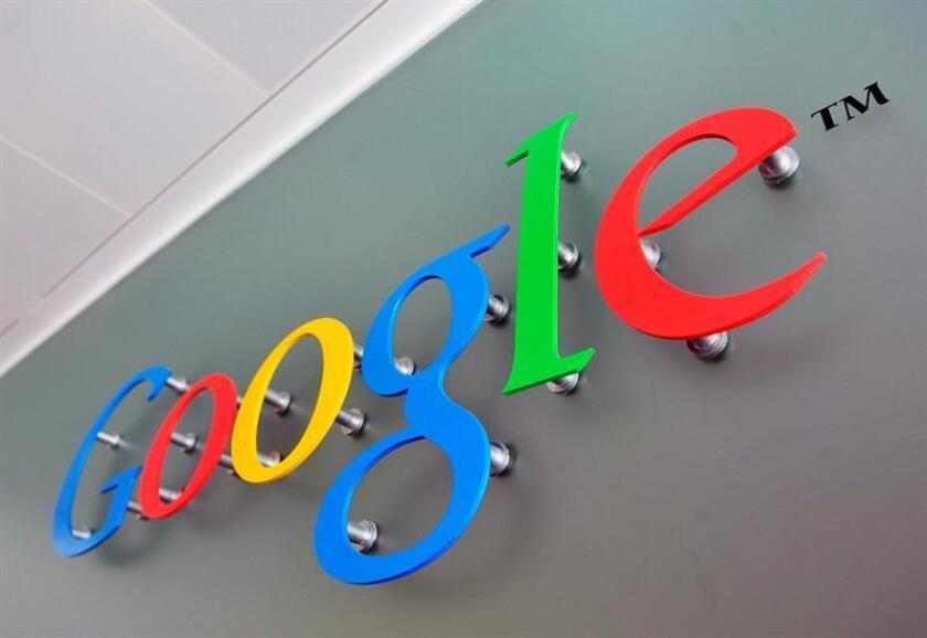 El gigante tecnológico Google lanzó hoy una amplia iniciativa para ayudar a las empresas periodísticas a conseguir suscriptores más fácilmente y combatir las noticias falsas, entre otros objetivos, a la que dedicará en conjunto 300 millones de dólares durante los próximos tres años. EFE/EPA/Archivo