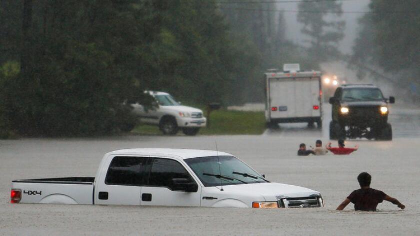 Una foto tomada el 28 de mayo en Magnolia, Texas. Según informó la Oficina de Emergencias del Condado Fort Bend, donde se sienta Richmond, el nivel del río Brazos ha alcanzado su más alto nivel en un siglo (54,7 pies de altura), lo que obligó a que se emitieran órdenes de evacuación obligatoria.