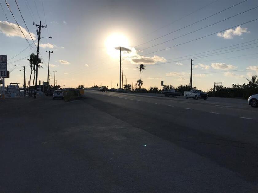 Dos personas murieron y otras nueve resultaron heridas, una de ellas en estado crítico, en una colisión en cadena de vehículos ocurrida esta madrugada en la muy transitada autopista interestatal I-95 a la altura de Miami (Florida), informaron hoy medios locales. EFE/Archivo