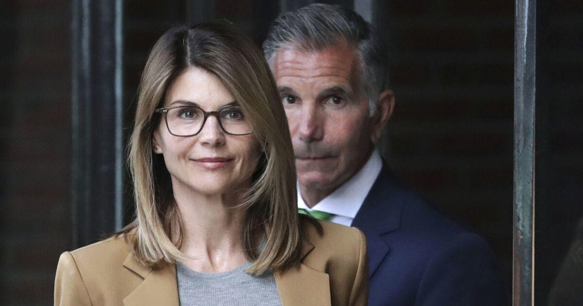 Lori Loughlin Gesichter der moment der Wahrheit in college admissions-Skandal als Töchter verlassen USC