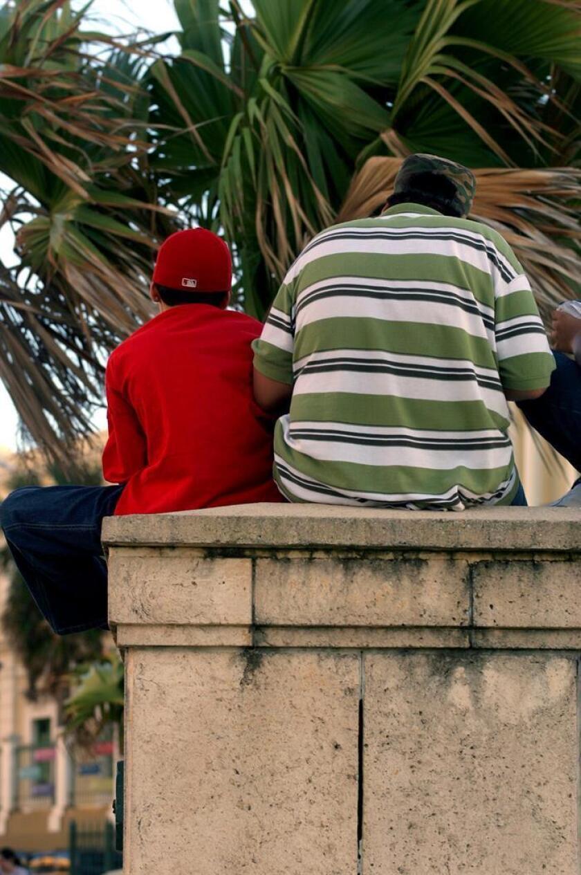 Fotografía de unas personas con obesidad en San Juan, Puerto Rico. EFE/Archivo