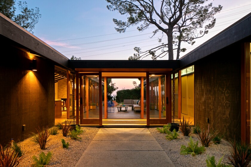 Our Home of the Week is a South Pasadena post-and-beam residence that dates from 1967.