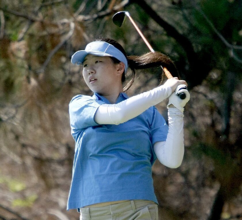 Crescenta Valley High girls' golf claws back into Pacific League title chase