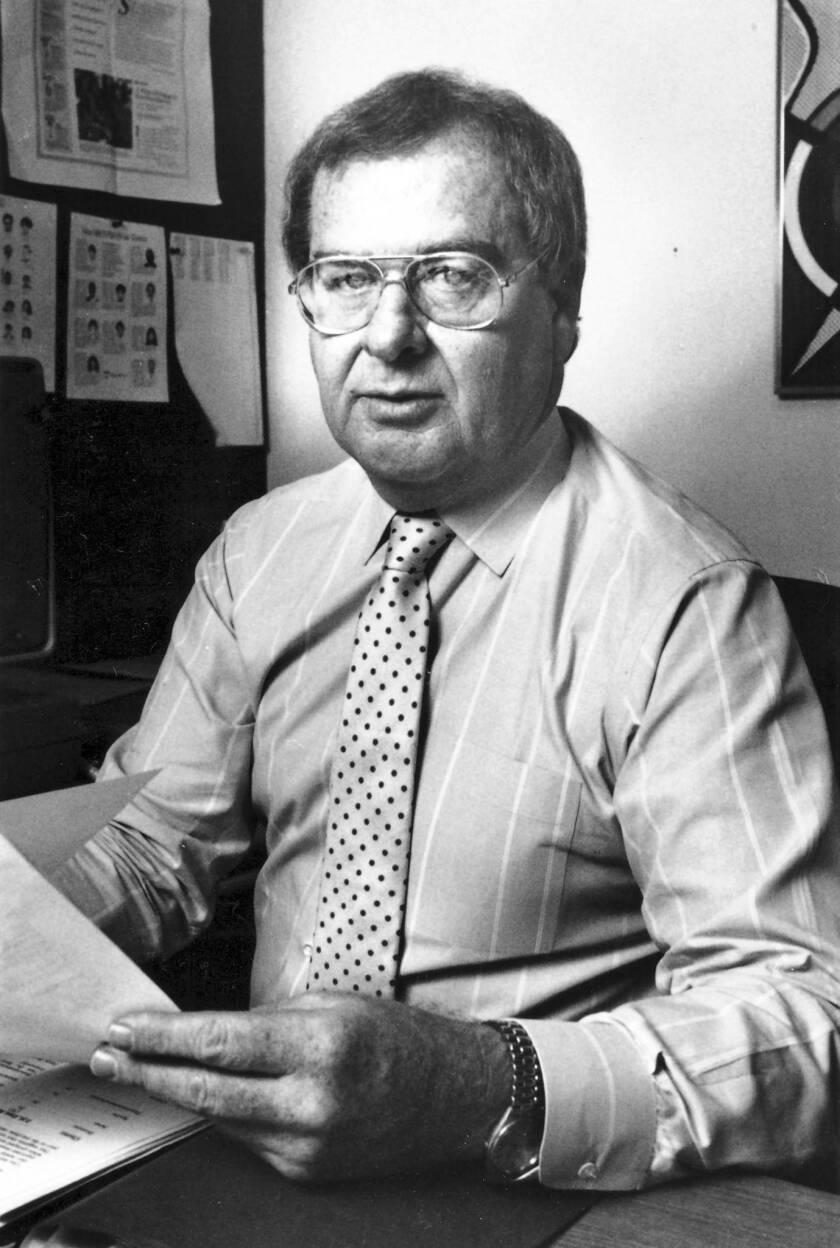 Noel Greenwood dies at 75; former L.A. Times senior editor