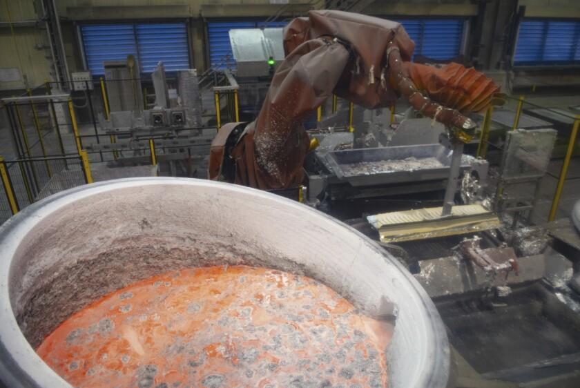 Aluminio fundido en la planta de Alouette, en Sept-Iles, Quebec, el 21 de mayo de 2019.