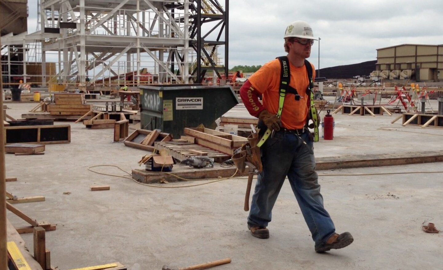 No. 10: Construction workers Fatality rate: 17.4 out of 100,000 workers Total 2012 fatalities: 210 Risks: Dangerous machines and tools, falling