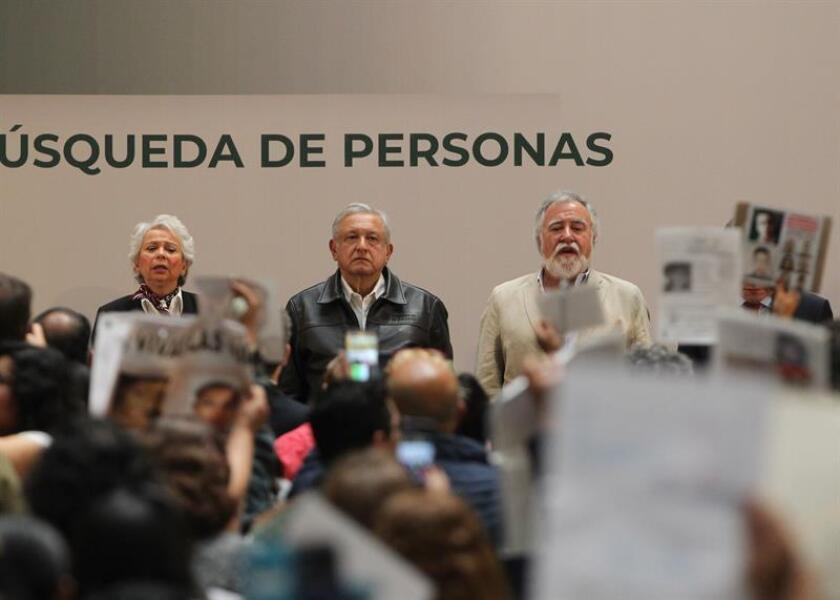 El Gobierno de México anunció este domingo la reinstalación del Sistema Nacional de Búsqueda de Personas Desaparecidas ante una tragedia que acumula más de 40.000 casos, 26.000 cuerpos sin identificar en morgues y 1.300 fosas clandestinas. EFE