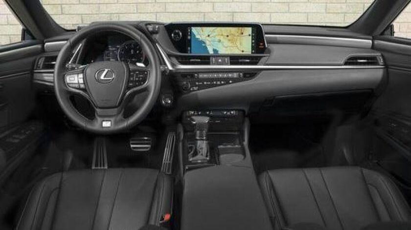 2019 Lexus ES 300h: Larger, more luxurious, more fuel