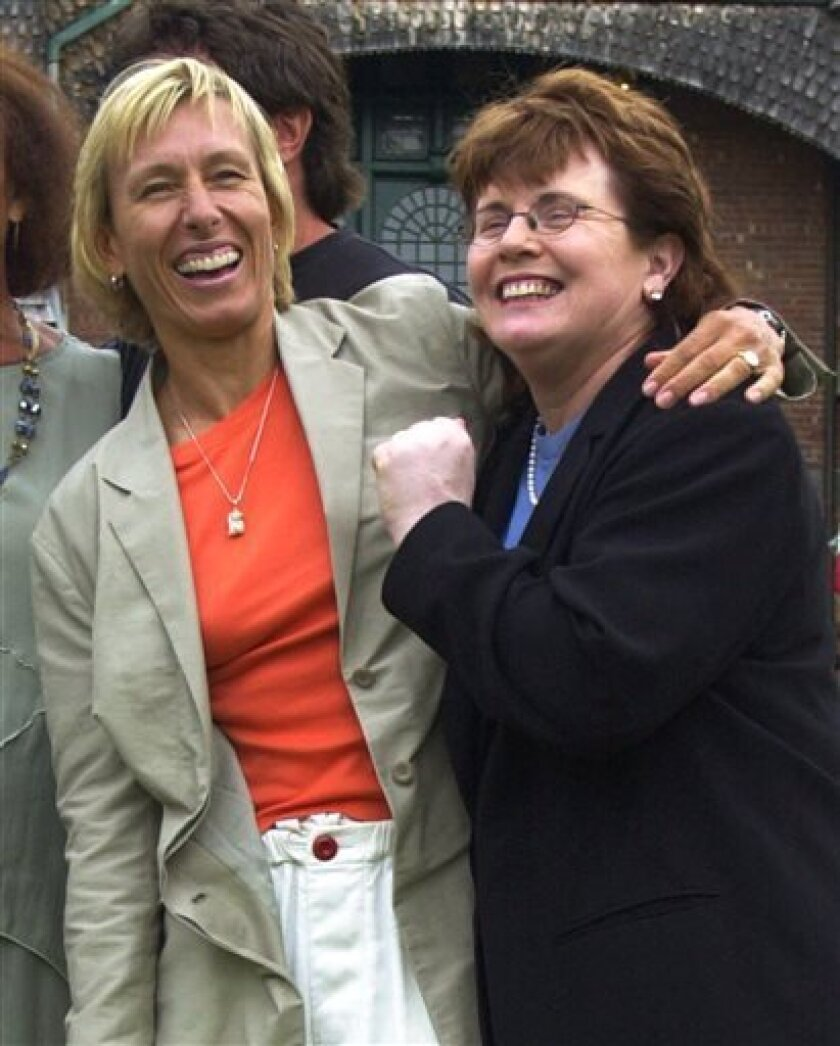FILE - In this July 15, 2000 file photo, tennis greats Martina Navratilova, left, and Billie Jean King react after their enshrinement at the International Tennis Hall of Fame in Newport, R.I. On Friday, Aug. 2, 2013, Navratilova and King will be honored in Chicago in the first class of inductees of what organizers say is the first-of-its-kind National Gay & Lesbian Sports Hall of Fame. (AP Photo/Elise Amendola, File)