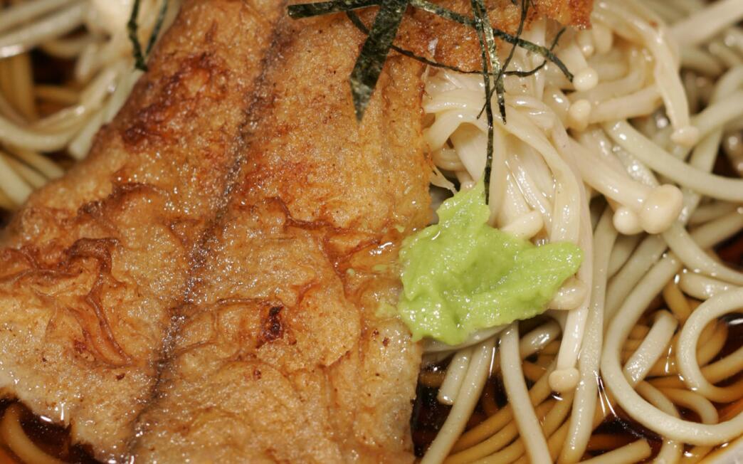 Green tea soba with flounder and enoki mushrooms